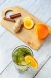 Ziołowa herbata z pomarańcze i imbirem w szkle Obraz Stock