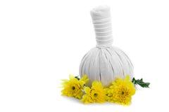 Ziołowe masaż piłki i kolorów żółtych kwiaty Obrazy Royalty Free