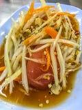 Ziołowy jedzenie: Tajlandzka zielona melonowiec sałatka, Som Tum, Bangkok, kapitał uliczny jedzenie, Tajlandia obraz stock