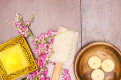 ziołowy mydło i aromatyczne świeczki obraz stock