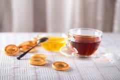 Ziołowej herbaty i bielu miód Fotografia Stock