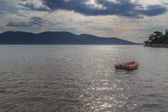 Ziobro łódź w morzu Zdjęcie Stock