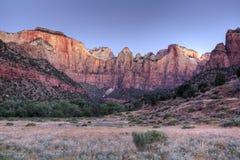 Zion在日出的岩层 免版税库存图片