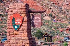 Zion Entrance Sign arkivfoton