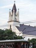 Zion Lutheran Church, Garten-Bezirk, New Orleans mit Straßenbahn stockfoto