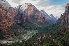 Zion Main Canyon des anges débarquant la traînée, Zion National Park, Utah, Etats-Unis Photos stock