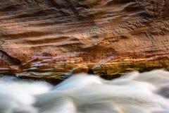 Zion Narrows Wall Detail con acqua corrente Fotografie Stock