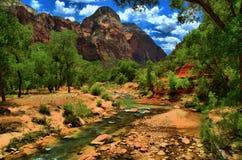 Zion National Park-vallei en de Maagdelijke Rivier HDR Stock Afbeelding