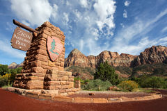 Zion Nationalpark-Eingangszeichen Stockfotografie