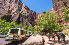 Zion park narodowy, Utah, usa 06/02/16: zion wahadłowa autobus w Zion N Zdjęcia Royalty Free