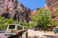 Zion park narodowy, Utah, usa 06/02/16: zion wahadłowa autobus w Zion N Obrazy Royalty Free