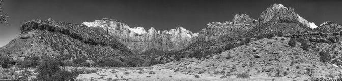 Zion parka narodowego krajobraz, panoramiczny widok na letnim dniu Fotografia Royalty Free