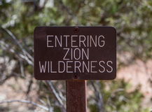 Zion Wilderness Sign que entra Imagenes de archivo