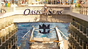 Ziplining sulla nave da crociera Immagine Stock
