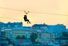 Ziplining urbain images stock