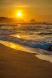 Zipolite strand på soluppgång, Mexico royaltyfria bilder