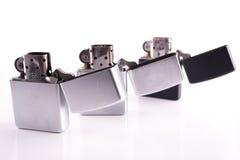 Ασημένιοι αναπτήρες zippo μετάλλων στο λευκό Στοκ Εικόνα
