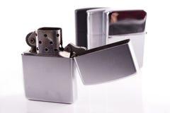 Ασημένιοι αναπτήρες zippo μετάλλων στο λευκό Στοκ φωτογραφίες με δικαίωμα ελεύθερης χρήσης