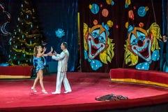 Zirkus-Sterne führen Fokus ankleiden ups durch Stockfotografie