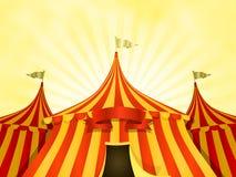 Zirkuszelt-Zirkus-Hintergrund mit Fahne Stockfoto