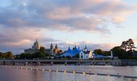Zirkuszeltzirkus-Artzelt und Galway-Kathedrale Stockfotografie