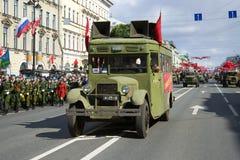 ZIS-8 agitaci autobus podczas Wielkiej Patriotycznej wojny na Retro Przewiezionej paradzie na cześć zwycięstwo dzień Zdjęcia Stock