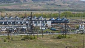 Zisternen gefüllt mit dem Benzin gelegen in Raffinerie stock video footage