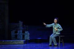 Zit op de kruk en steekinsoles- opera van Jiangxi een weeghaak Royalty-vrije Stock Afbeeldingen