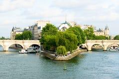 Zitieren Sie Insel und Brücke Neuf Ansicht. Lizenzfreies Stockfoto