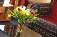 Zitkamer & bloemen stock fotografie