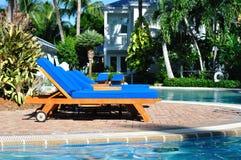 Zitkamer door de Pool Stock Fotografie