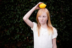 Zitrone auf Kopf Stockfotografie