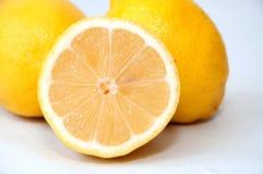 Zitrone auf weißem Hintergrund Stockbilder