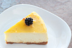 Zitrone-Beeren-Käsekuchen Stockfoto