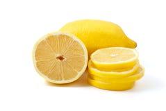 Zitrone. Ganzes, Hälfte und Scheiben Lizenzfreies Stockbild