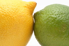 Zitrone gegen Kalk Lizenzfreie Stockfotos