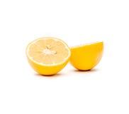 Zitrone geschnitten zur Hälfte Lizenzfreie Stockfotografie