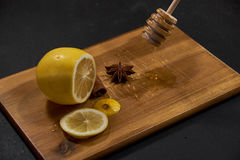Zitrone, Gewürze und Honig stockbilder