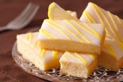 Zitrone-Kuchen-Scheiben Lizenzfreie Stockfotos