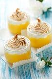 Zitrone-Meringe-Nachtisch Stockfotos