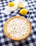 Zitrone-Meringe-Torte Stockfotografie