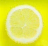 Zitrone mit Blasen Lizenzfreies Stockfoto