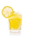 Zitrone mit Eis im Glas Stockfotografie