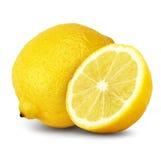 Zitrone mit Hälfte auf Weiß lizenzfreies stockfoto
