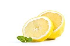Zitrone mit Minze Stockbild