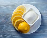 Zitrone mit Zucker stockbilder