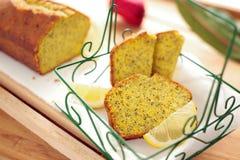 Zitrone-Mohn-Brot Lizenzfreie Stockfotos