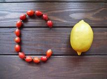 Zitrone und Hagebutten lizenzfreie stockfotografie