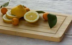 Zitrone und japanische Orange Stockbilder