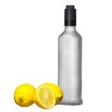 Zitrone und kalter Flaschenwodka Stockfoto